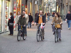 Cyclists in Lucca's Via Fillungo