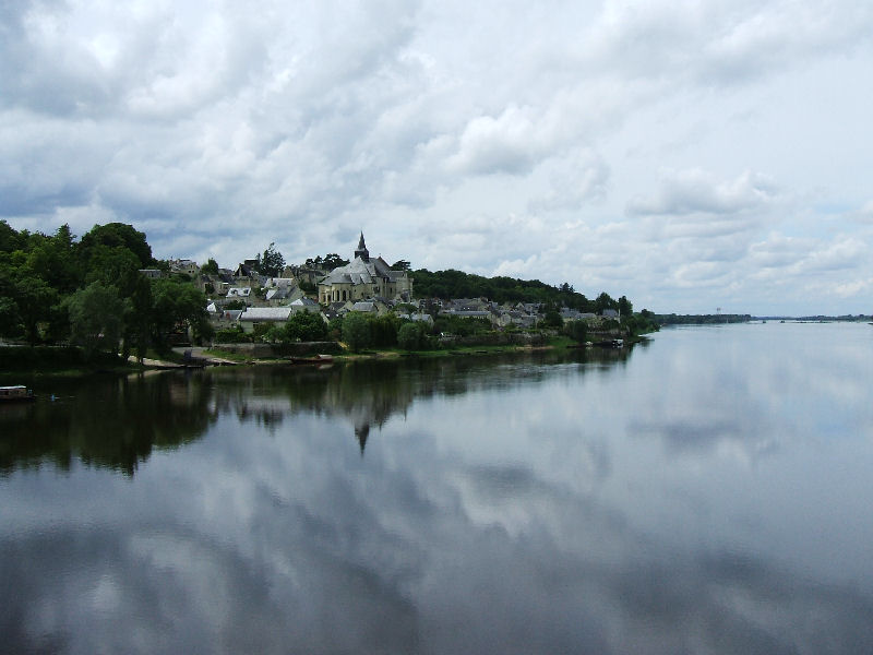 File:F 2008 05 25 on the loire.jpg